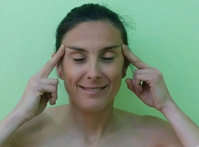 Yoga facial: Patas de gallo
