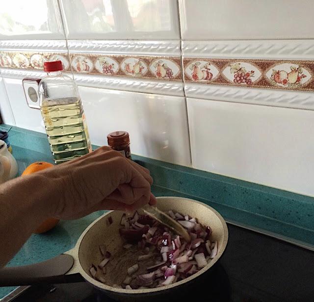 Rehogar la cebolla