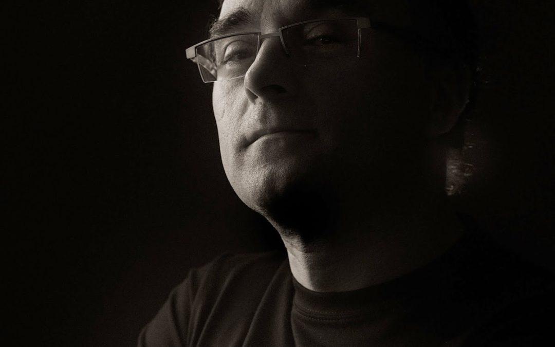 """Entrevista a Alberto Gombáu, el creador de Singular Shirts en """"el diván de Kike Rogado"""""""