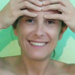 Cómo eliminar las arrugas de la frente y el entrecejo
