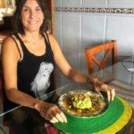 Tartar de aguacate, con cebolla roja, gambas y vinagreta de naranja