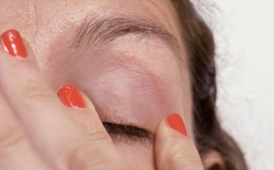 Ejercicios faciales para levantar el párpado caído